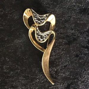 Vintage 80's two toned double heart brooch